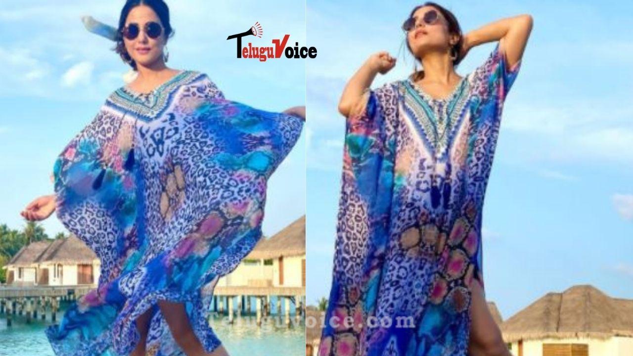 Pic Talk: Hina Khan Fun In Maldives teluguvoice