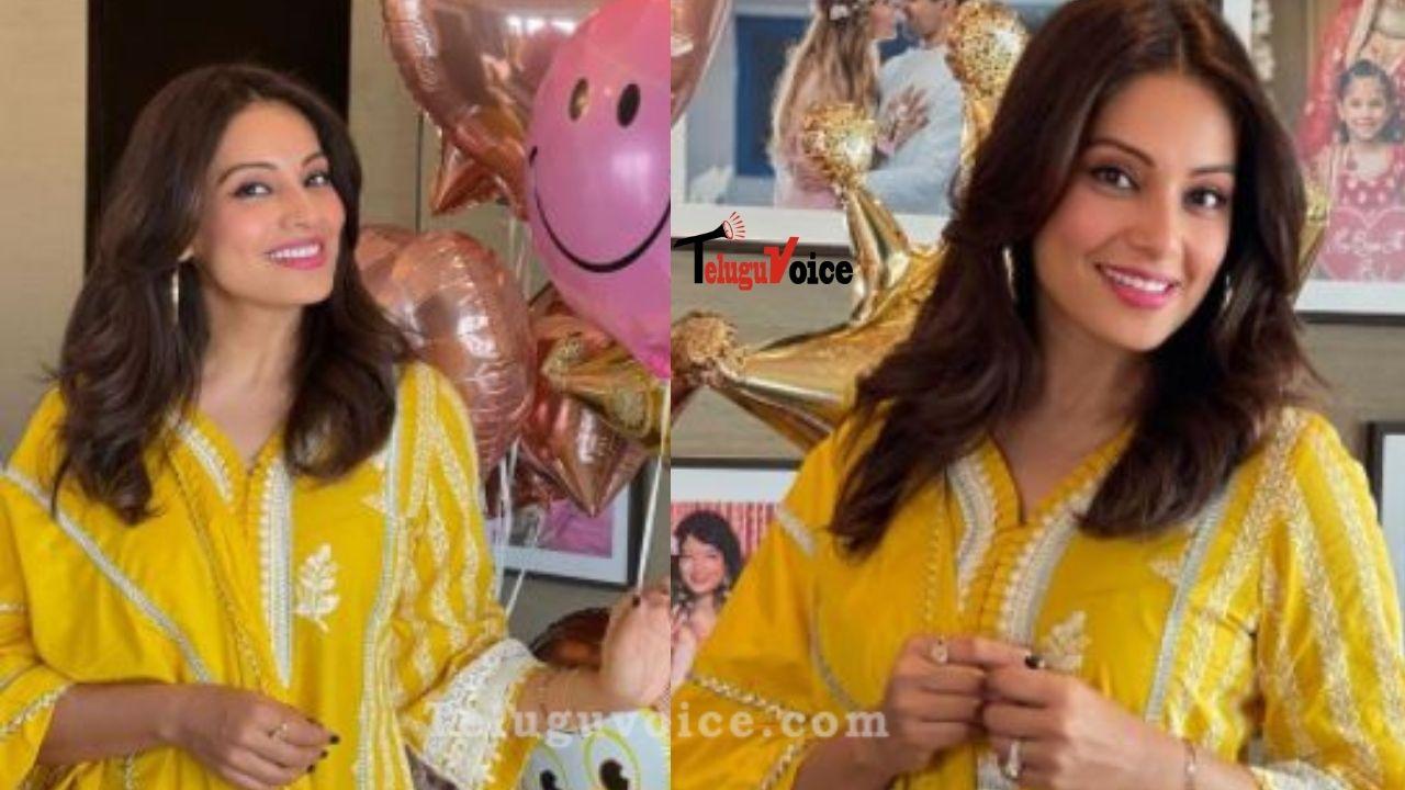 Raaz Actress Looks Beautiful In Traditional Wear teluguvoice
