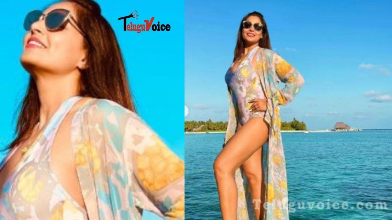 Bipasha Basu Soaks In Maldives Sun, Flaunts Sultry Look  teluguvoice