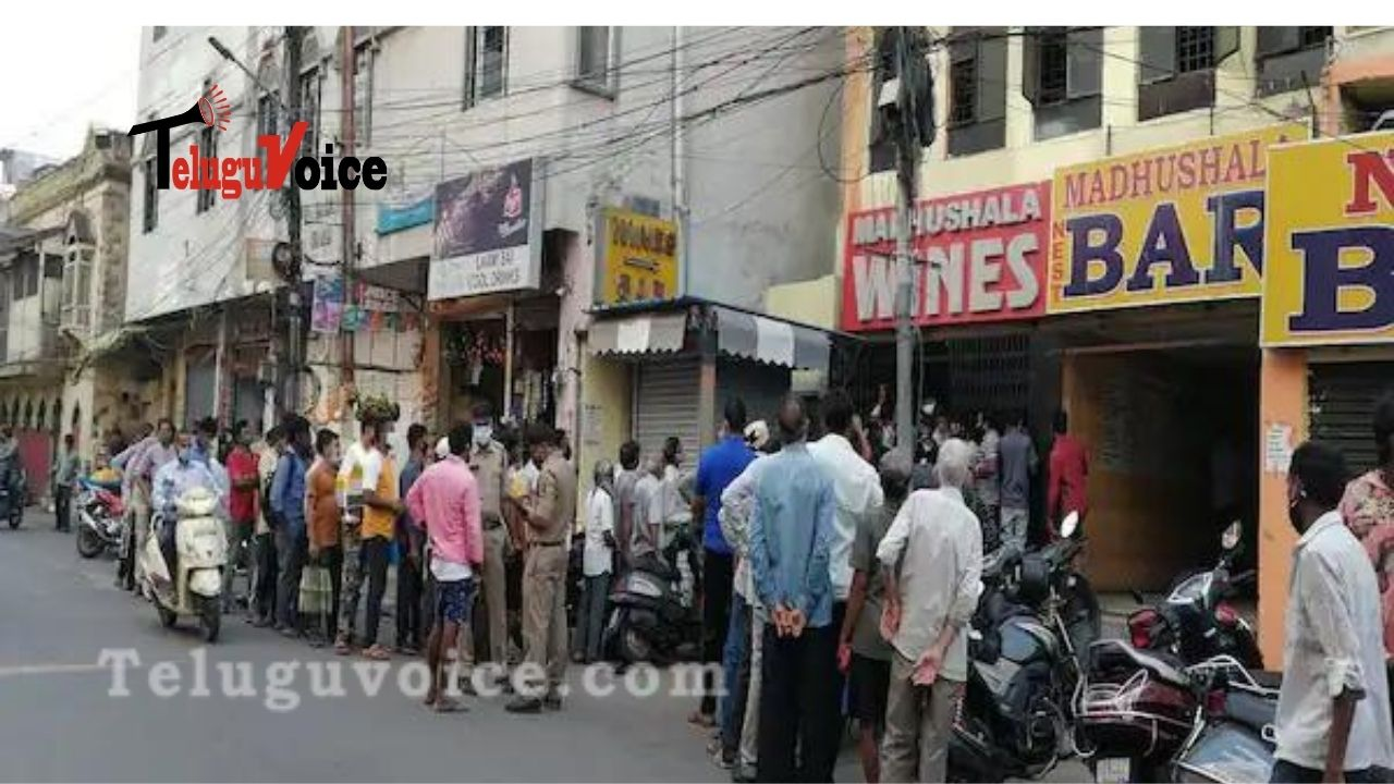 Hyderabad Liquor Shops See Mad Rush  teluguvoice