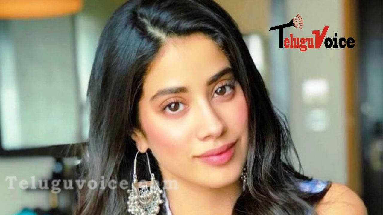 This Hot Actress Flaunts Her Curves In White teluguvoice