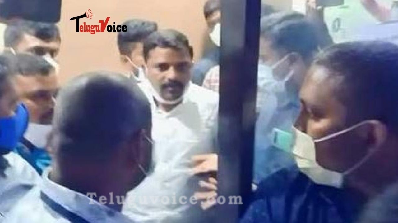 Officials Raid Office Of Q News Yoube Channel  teluguvoice